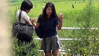 Japonské teenky tryskají a nechají se sledovat