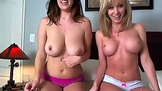 Two hot babes with bigtits on webcam sucking