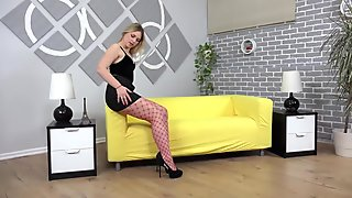 Pussy Play Debut For Sexy Russian Blonde