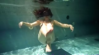 Alia testing new dildo underwater.
