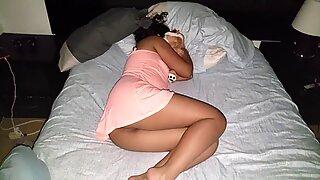 dedeando el culo de mi hermana dormida