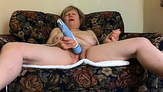 Mature MarieRocks rocks a killer orgasm