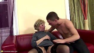 Die pelzige Mutter bekommt harten Analsex vom Sohn