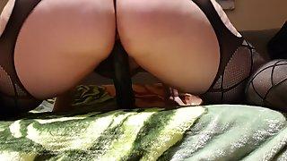 espa  ola se masturba con consolador negro gigante/ curvy with big dildo